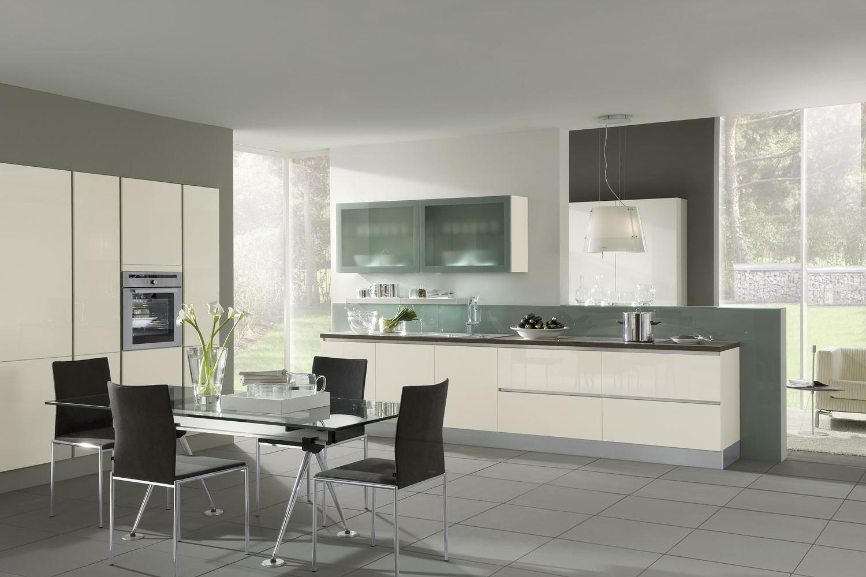 Moderne Küche mit Kunststoff