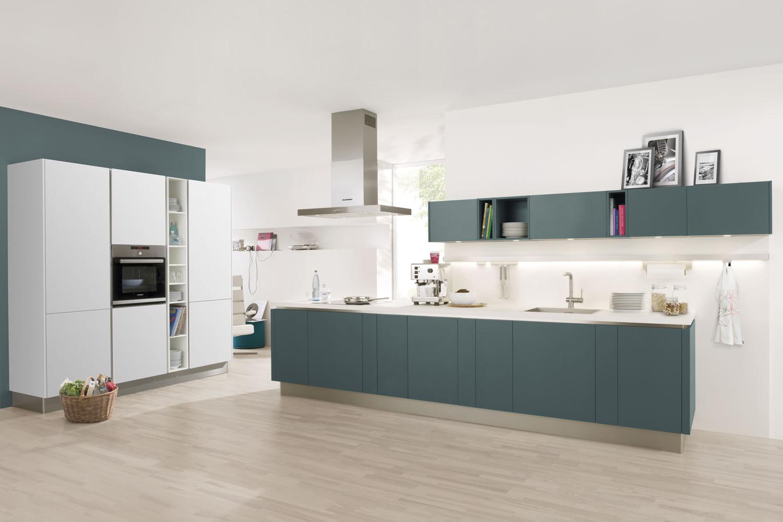 Kunststoff-Küche mit strapazierfähigen und pflegeleichten Fronten