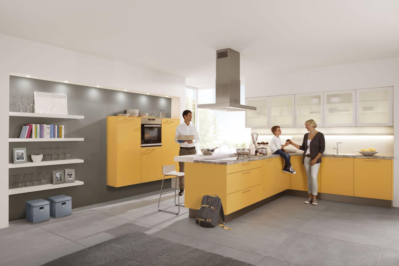 Gelbe Küche von Schwarzwald Küchen mit Kunststoff