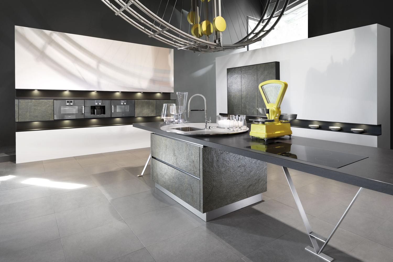 Besondere Haptik dank Granit in der Küche
