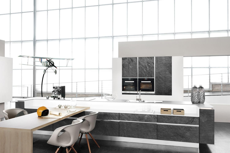 Moderne Loftwohnung mit Granit-Küche
