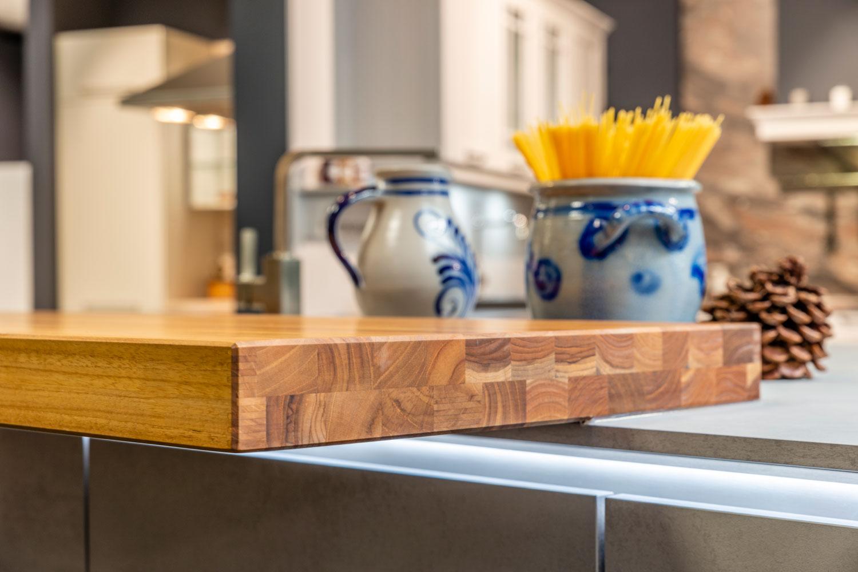 Schwarzwald Küche mit Arbeitsplatte aus Holz