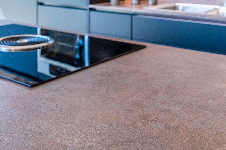 Schwarzwald Küche mit Arbeitsplatte aus Stein